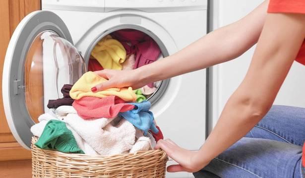 خبر صادم .. غسل الملابس بالمياه الباردة يؤدي إلى تكاثر الجراثيم!