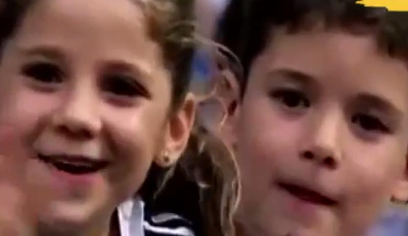 بالفيديو تصرف مثالي من اطفال يشجعون ريال مدريد يحرج الكبار