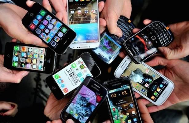 ما الذي تعرفه أجهزة الهواتف الذكية عنا؟
