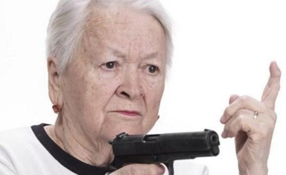 عجوز تطلق النار على اطفال جيرانها لانزعاجها من ضجتهم