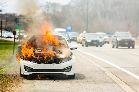 أحرق مركبات عائلتها لأنها لم تعد له هدايا الخطوبة