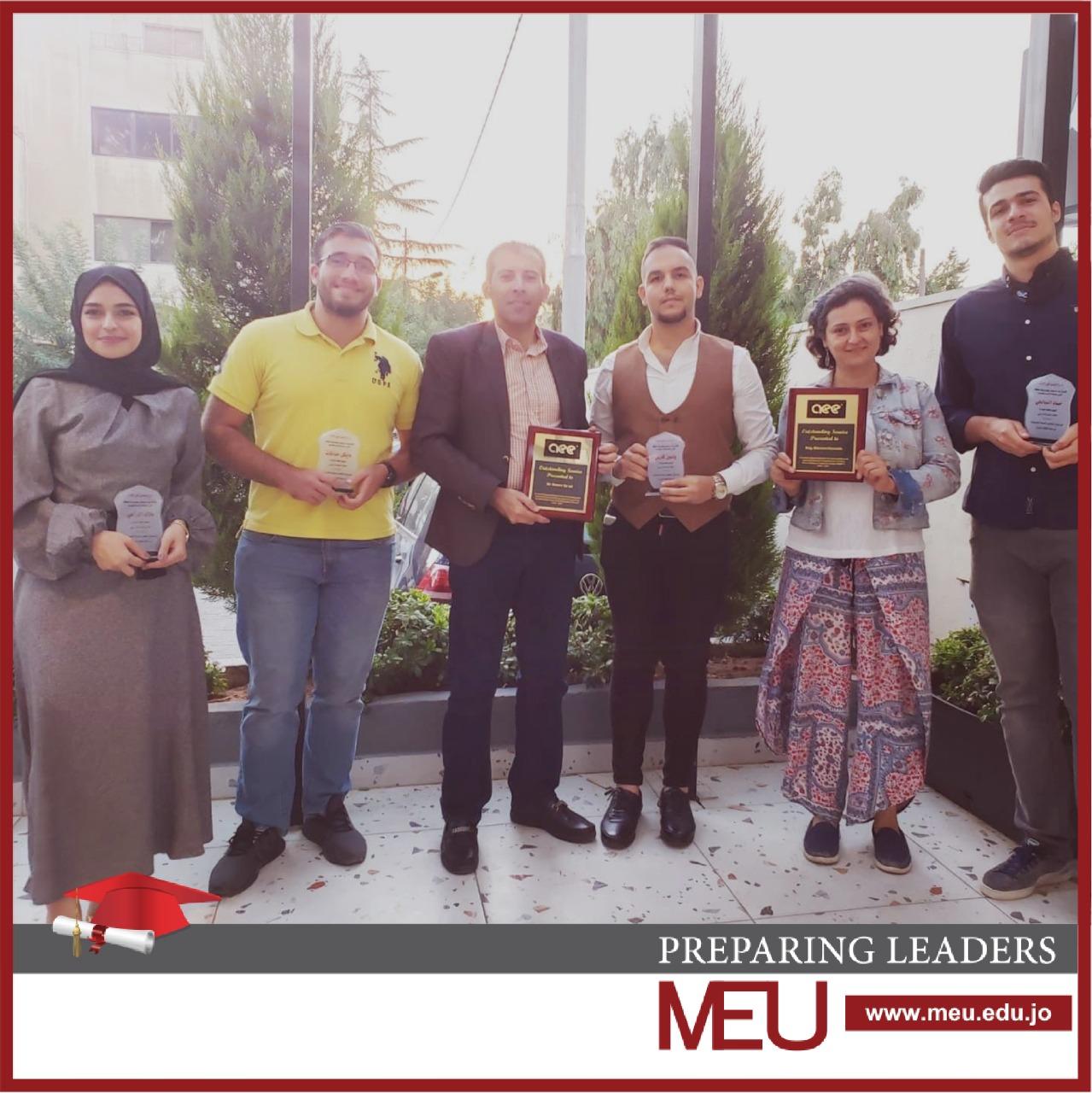 تكريم طلبة من قسم هندسة الطاقة المتجددة في جامعة الشرق الأوسط MEU