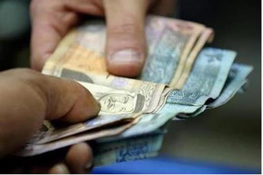 صرف رواتب الشهر الجاري لموظفي القطاع العام والمتقاعدين غدا