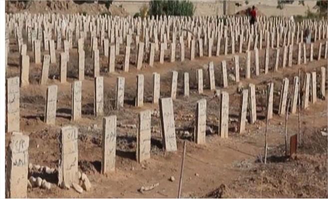 سورية: أهالي دوما يلجأون للمقابر العامودية لاستيعاب القتل .. فيديو