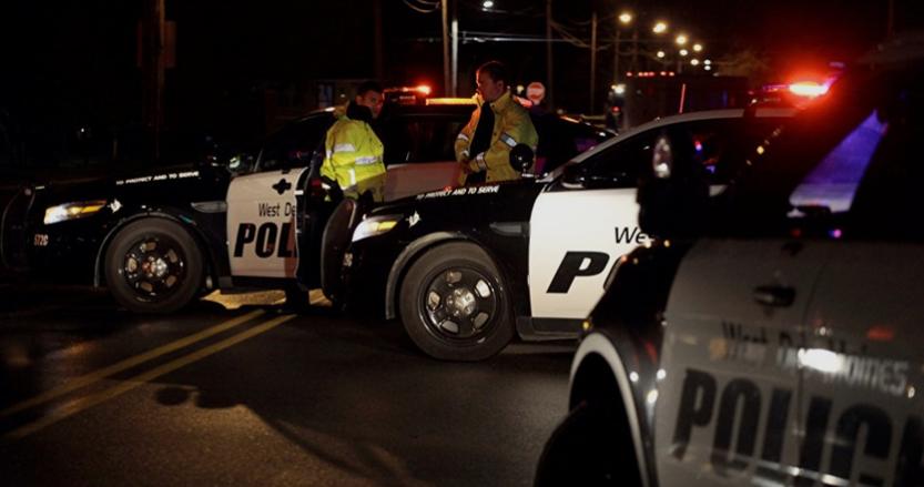 بالفيديو ..  شرطي أمريكي يقتل شاباً حاول طعنه
