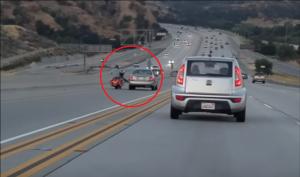 بالفيديو..ركل السيارة بقدمه فحدثت الكارثة