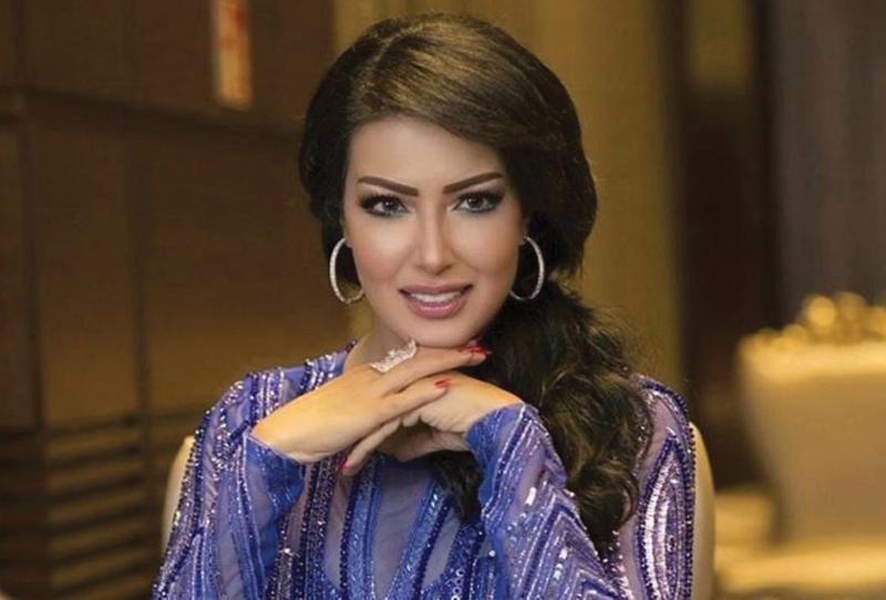 """سمية الخشاب تمنح نفسها لقب صاحبة """"الجمال العربي الأصيل"""""""