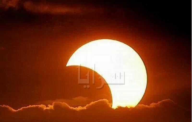 بالصور .. كسوف جزئي للشمس في سماء المملكة