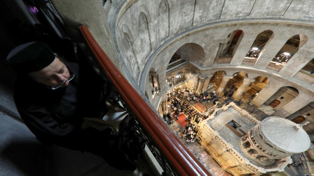 قوات الاحتلال الإسرائيلي تمنع مسيحيين من وصول كنيسة القيامة