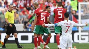 هل طلب الحكم قميص رونالدو بعد مباراة البرتغال مع المغرب؟