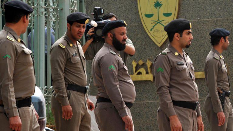 """أحدهما مطلوب في جريمة قتل ..  الإطاحة بسارقي """"اللكزس"""" في الرياض"""