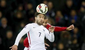اصابة نبيل فقير بقطع في الرباط الصليبي خلال مباراة فرنسا والبرتغال