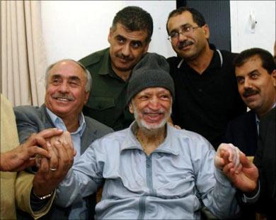 """""""اسرائيل"""" : ياسر عرفات كان يبلغ من العمر 75 عاما وأسلوب حياته غير صحي و هذا سبب وفاته"""
