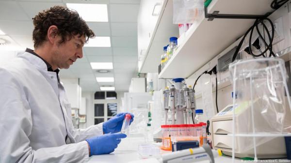 تصريح مقلق لعالم فيروسات حول (كورونا) ..  هل سيبدأ الإنتشار الفعلي في الشتاء؟