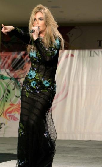 صور النجمة اللبنانية بفستان ابهر الحضور تحيى حفلة انتخاب ULFG mrmiss في الجامعة اللبنانية 2014
