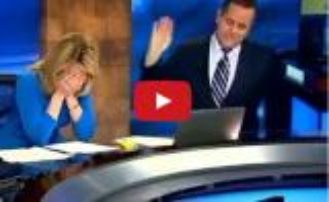 بالفيديو.. مذيعة تنفجر من الضحك بسبب موقف محرج على الهواء