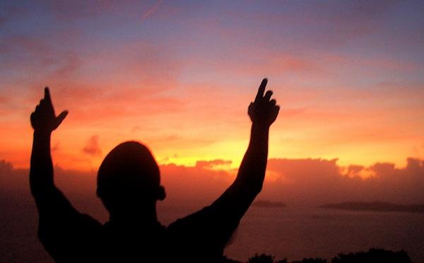 ما حكم نسبة ما يقع للإنسان من الشر لله عز وجل ؟