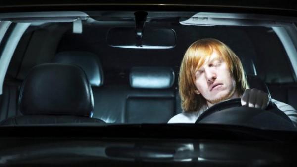 كيف تتخلص من النعاس أثناء القيادة ؟