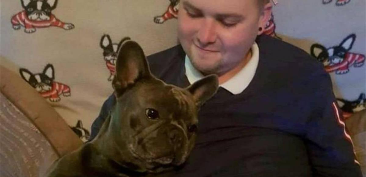 كلبٌ يعطي درساً بالوفاء ..  مات بعد دقائق حزناً على صاحبه!