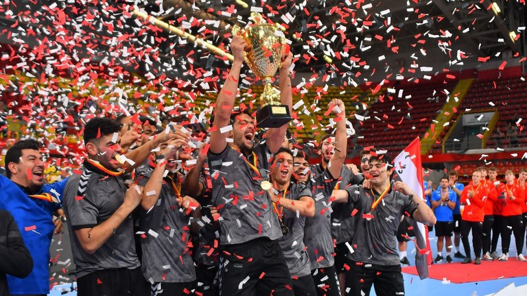 اتحاد كرة اليد المصري يكافئ لاعبيه الفائزين بكأس العالم بـ 90 دولارا لكل لاعب