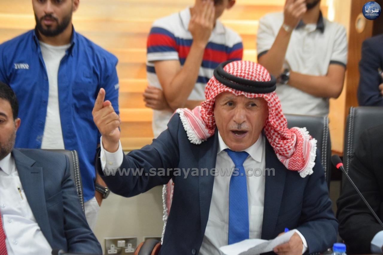 """العرموطي يمطر الرزاز باسئلة عن """"أبراج بوابة الأردن"""""""