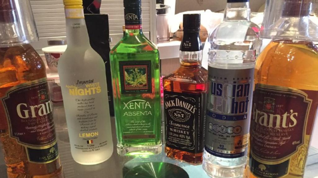 القبض على (3) اشخاص احدهم من جنسية عربية كانوا يصنعون المشروبات الروحية داخل منزل بعمان