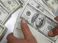 الدولار يتراجع أمام سلة عملات رئيسية