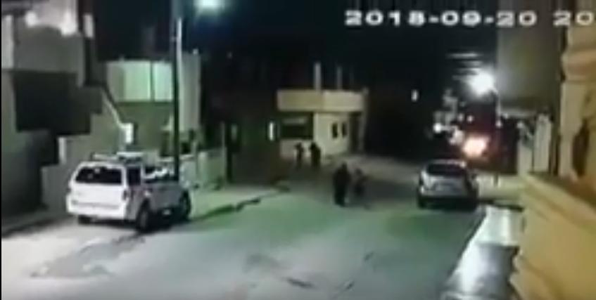 بالفيديو ..  اربد: نجاة طفل من الموت بأعجوبة أثر حادث تصادم بين ثلاثة مركبات
