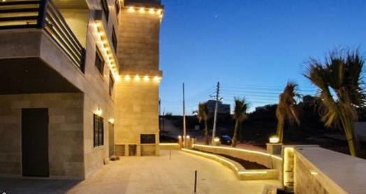 شقة في أروع إطلالة بأرقى مناطق عمان الغربية بأسعر مغرية من المالك