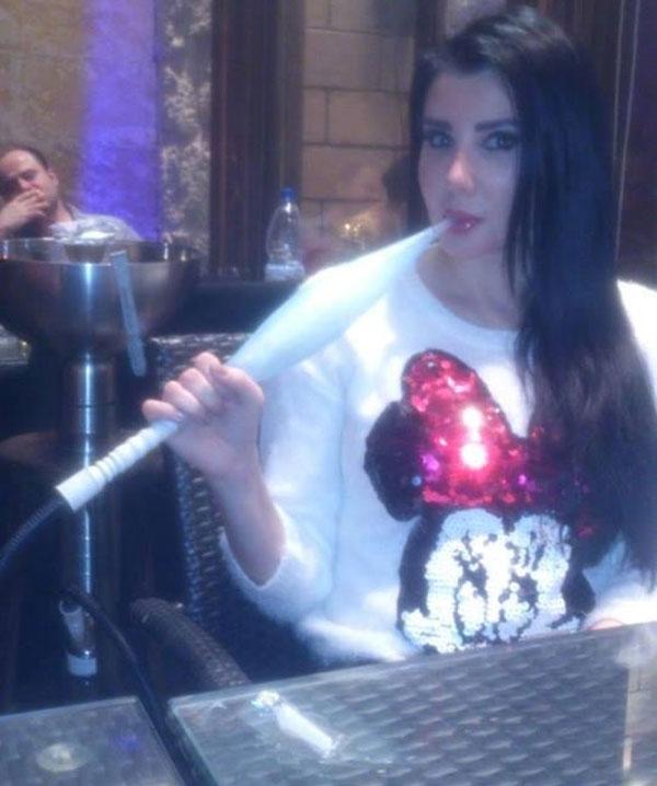 صور الفنانة السورية جيني إسبر وهي تدخن الشيشة في الصباح 2014 image.php?token=a08bab5673abf78324974cdd9fc8e379&size=