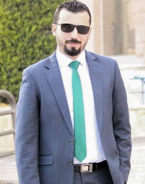 محمد العبادي يغادر ارض للدراسة واحمد العبادي يتمنى له التوفيق