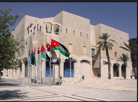 موظفوا امانة عمان يحتجون على نقلهم من المبنى الرئيسي ويلوحون بالتصعيد