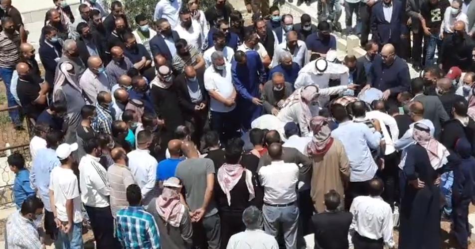 """بالفيديو  ..  تشييع جثمان النائب الراحل """"حازم المجالي"""" من مسقط رأسه بالكرك"""