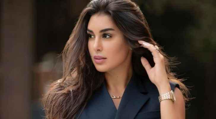 انتقاد لاذع لياسمين صبري بسبب ساعتها المرصعة بالماس