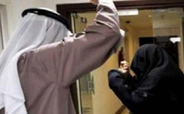 رجل يطرد زوجته من المنزل ..  والأخيرة تفاجئه بهذا الإجراء