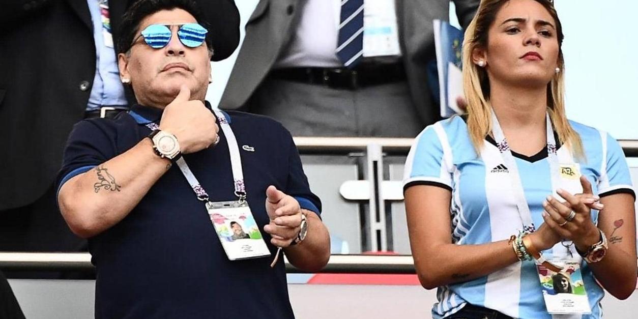 """رونالدو يوضح """"حقيقة"""" مارادونا  ..  ويكشف سر ارتدائه ساعتين"""