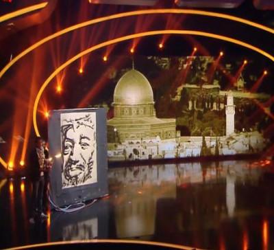"""بالفيديو والصور  ..  محمد الديري يرسم صورة الشهيد عرفات """"بالنار والاكسجين"""""""