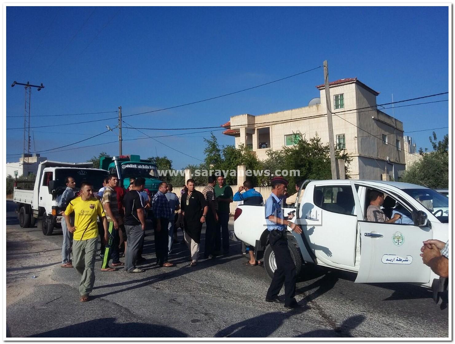 """اربد : غاضبون يحتجزون مركبات تابعة لمياه اليرموك احتجاجاً على انقطاع المياه منذ أشهر في يبلا """"صور"""""""