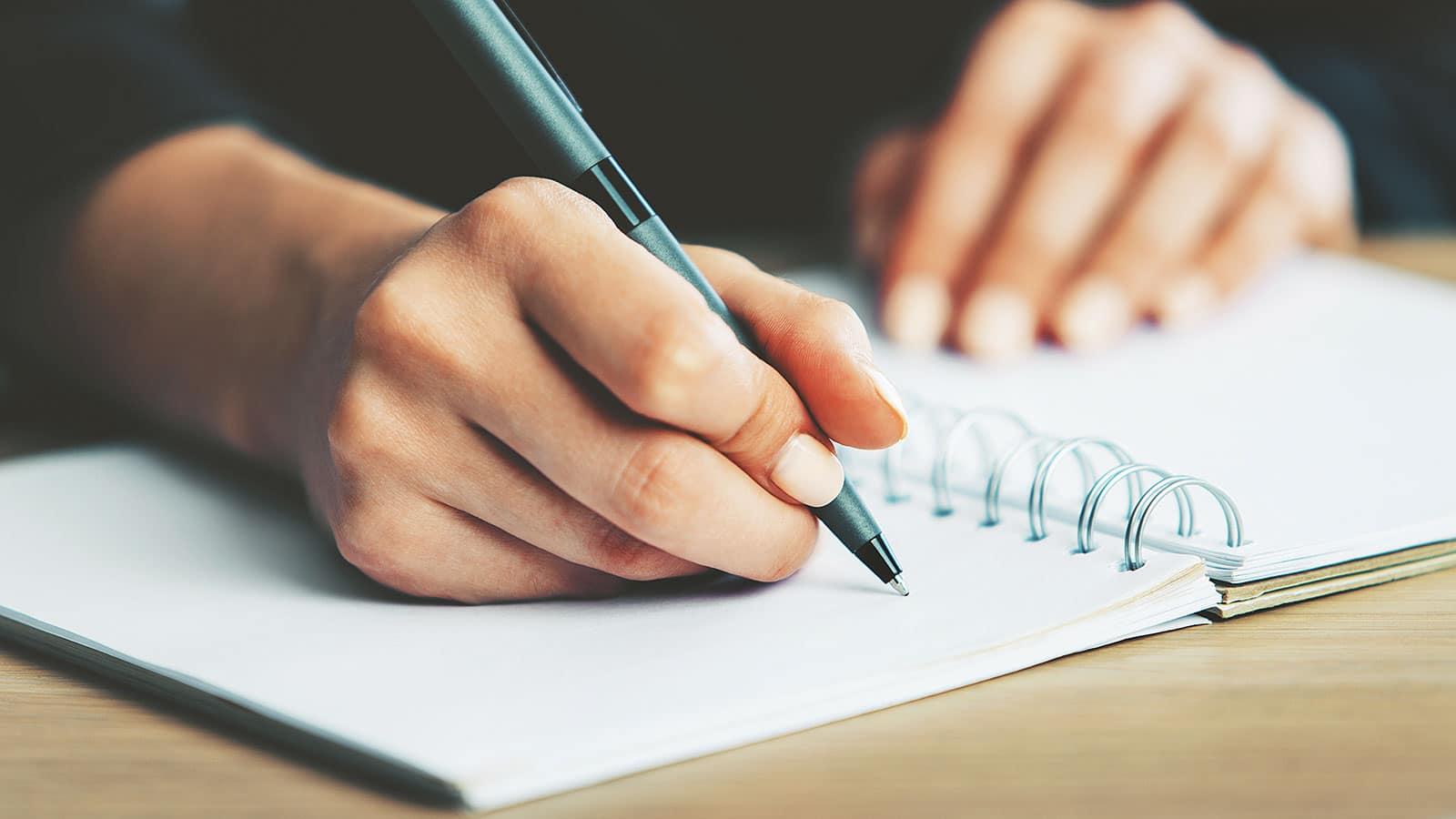 ما زلتُ أكتبُ
