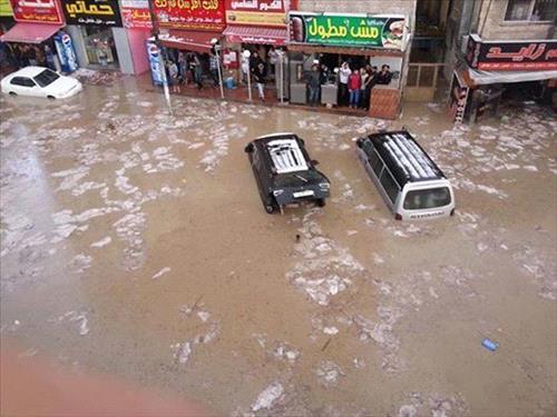 عمان : انفجار ماسورة مياه يغرق منزل في المقابلين