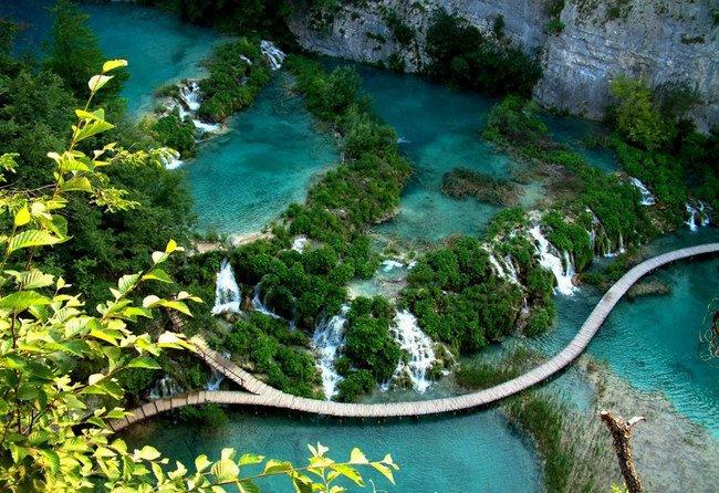 بالصور ..  تعرف على بحيرات بليتفيتش ..  أقدم طبيعة خلابة وسط كرواتيا
