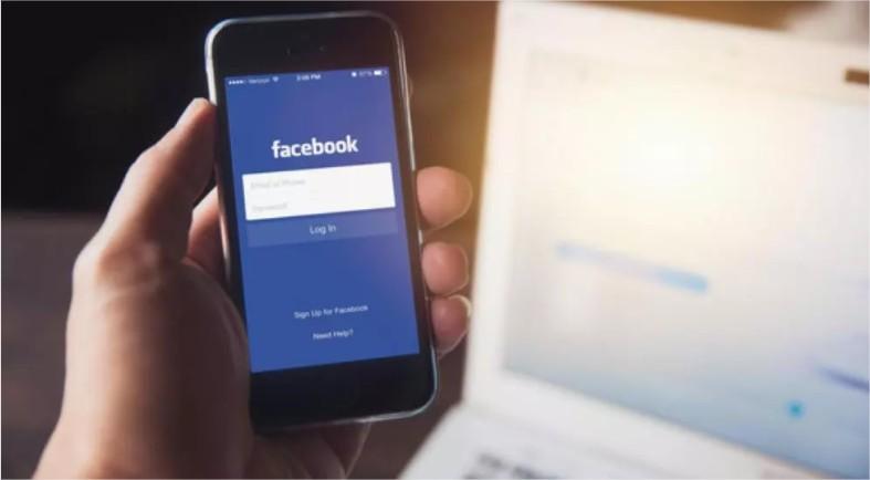 """فيسبوك يصنِّف مستخدميه ..  """"فقير"""" و""""غني"""" و""""متوسط"""""""