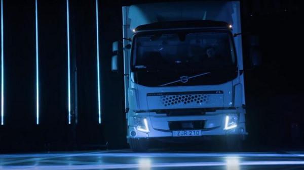 بالصور  ..  فولفو تطلق نموذجين من الشاحنات الكهربائية الصديقة للبيئة