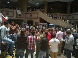 """قرار تعسفي بنقل 20 من معتصمي """"العدل"""" ومطالبات برحيل زيادات"""