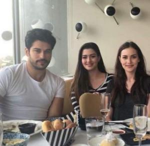 عائلة ثريّة كويتية تدفع نصف مليون دينار مقابل صورة مع ممثل تركي