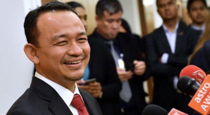 """من هي """"السلطية"""" التي درست وزير التربية والتعليم الماليزي على نفقتها؟"""