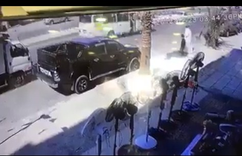 بالفيديو  ..  لحظة دهس طفل اثناء محاولته عبور الشارع مع والده في عمان