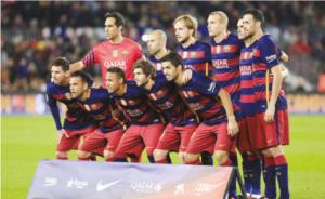 برشلونة يحتفظ بالقمة وليستر على أعتاب الفوز باللقب