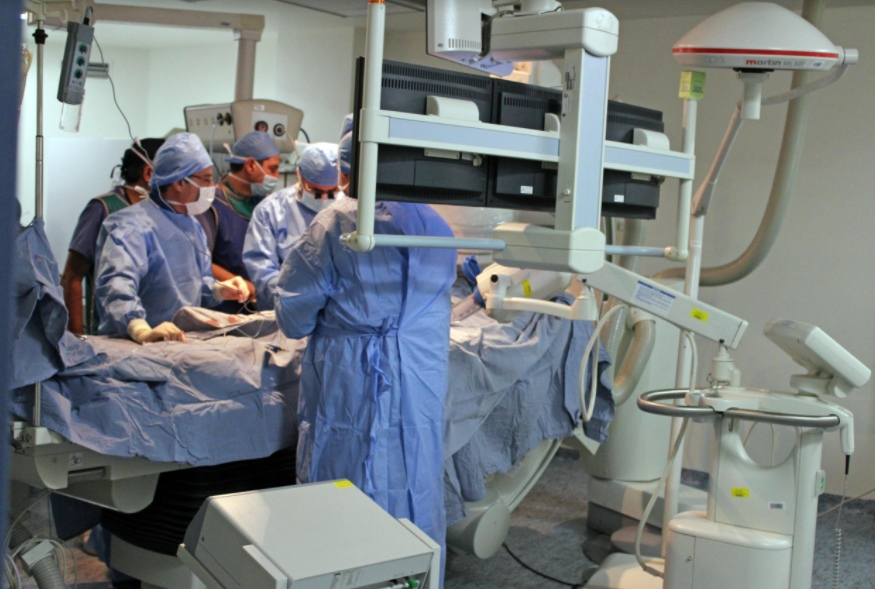 المستشفى الاستشاري يحقق انجازاً طبياً جديداً.. إجراء أول عملية زراعة صمام ابهري عن طريق القسطرة (TAVI)