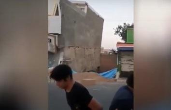 انهيار مبنى في طهران - فيديو